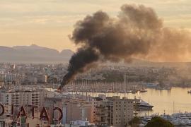 Arde un catamarán en el Club Náutico de Palma