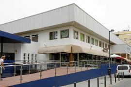El Mercat Nou sigue su día a día sin noticias del nuevo edificio