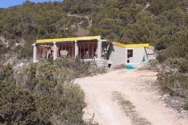 Derriban una casa ilegal que se construía en una zona protegida de Ibiza