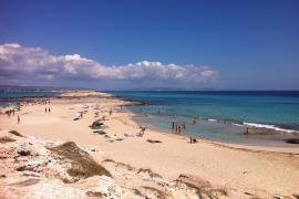 Empresarios de Formentera piden soluciones a la venta ilegal y los atascos