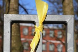 Acepta dos años de prisión por pegar a una mujer que retiró lazos amarillos