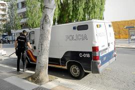 Detenido en Vila por amenazar con unas tijeras y mostrar los genitales a los clientes de un bar