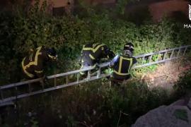 Rescatan en Madrid a una niña que se había caído a un pozo de ocho metros de profundidad