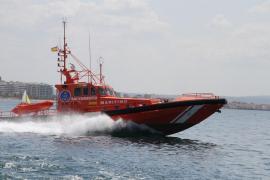 Rescatan a cinco tripulantes de un catamarán que sufrió una vía de agua en Formentera