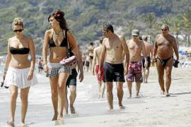 Las Pitiüses arrancan la temporada con un incremento del 20% en la llegada de turistas