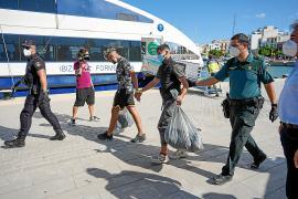Las Pitiusas reciben una avalancha de pateras con más de 100 inmigrantes en un fin de semana