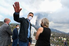 Pedro Sánchez visitó la zona afectada por el volcán de La Palma