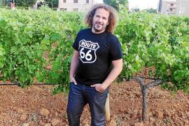 Miki Jaume, de Trui Espectacles en las viñas de ls bodegues Macià Batle