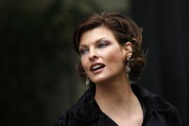 El calvario de Linda Evangelista: desfigurada por un tratamiento reductor