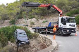 Heridos al salirse de la carretera y caer por una pendiente de unos 20 metros en Ibiza