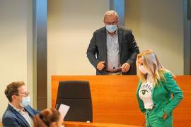El secretario del Consell (izq.), Marta Díaz y Vicent Torres, el pasado viernes antes del Pleno