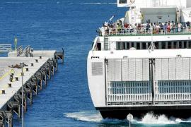 Los muelles de es Botafoc empiezan a operar como puerto de pasajeros y mercancías