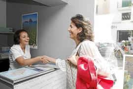 La secretaria de Estado de Turismo evita poner fecha a la finalización del Parador