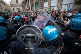 Cuatro heridos en asalto a un hospital romano por neofascistas y antivacuna