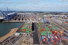 El bloqueo en los puertos británicos amenaza los suministros para Navidad