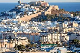Rafa Ruiz presenta la Ibiza poscovid en el Pleno sobre el estado de la ciudad