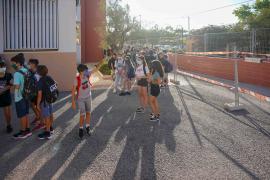 No se contempla «de momento» suprimir la mascarilla en los patios escolares
