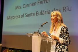 Carmen Ferrer defiende que tiene un proyecto «muy completo» del Palacio congresual