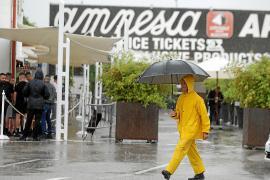 Amnesia celebra bajo la lluvia el 'opening' de la temporada de fiestas más corta