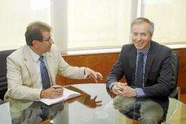 El rector se compromete con el Consell a aumentar los estudios de posgrado