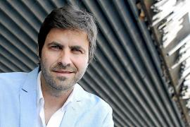David Gómez celebra el noveno año de 'Un piano y 200 velas' con una gira nacional