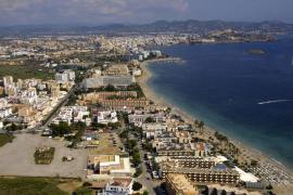 Platja d'en Bossa es el destino más caro para  estas vacaciones, con un precio medio de 286 euros por noche