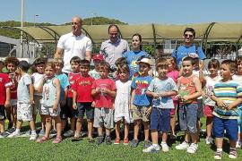 Santa Eulària recibe la visita del portero internacional Pepe Reina