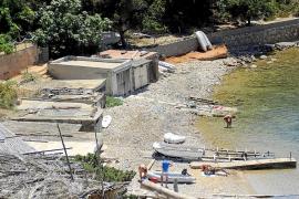 Ante 18 meses de cárcel por hacer obras en una caseta varadero que compró por 12.000 euros