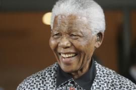 Nelson Mandela celebra su 95 cumpleaños con una mejora de su salud