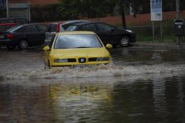 Las lluvias desbordan 11 torrentes y causan medio centenar accidentes tráfico