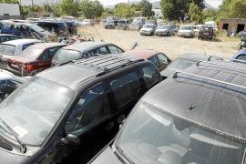 Los ayuntamientos acumulan cerca de 150 vehículos incautados a taxistas piratas
