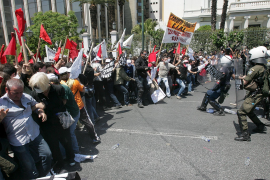 Los griegos se sublevan contra el plan de austeridad para reflotar el país