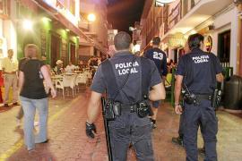 SANT ANTONI. AGENTES DE LA POLICIA LOCAL DE SANT ANTONI EN EL WEST END