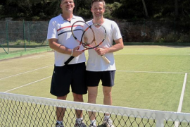 Más de treinta horas de tenis solidario