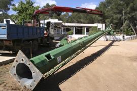 Desmontada la antena de Telefónica situada en el CP El Pilar de la Mola
