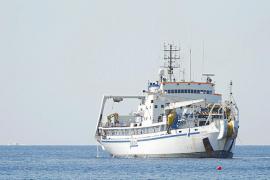 Un velero, a punto de romper otra vez el cable de fibra óptica de Formentera
