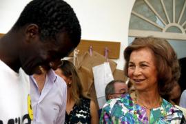 Doña Sofia muestra su rostro más solidario