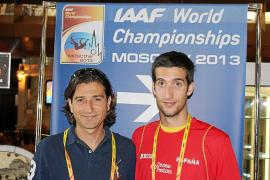 David Bustos, a la derecha, posa junto a su entrenador, Johny Ouriagly, en su hotel de Moscú. g Foto: PEPE BUSTOS