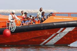 Llegan noventa y cuatro inmigrantes en pateras a Almería, Cartagena y Ceuta