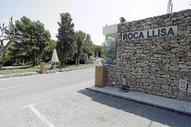 Retiran la barrera de la entrada de Roca Llisa tras la denuncia de Fiscalía