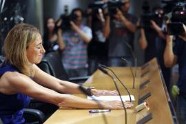 Chacón, que se va a Miami un año, expresa su desacuerdo con la dirección del PSOE