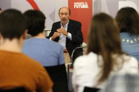 Rubalcaba avisa a Rajoy y a Mas que el debate catalán no se arregla «hablando en secreto»
