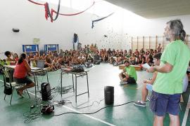 Más de 150 profesores de primaria y secundaria se organizan para secundar la huelga indefinida