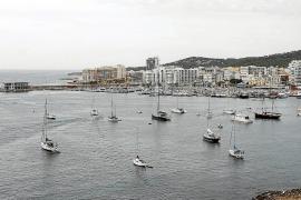 Los usuarios de la bahía de Sant Antoni alegan que el proyecto de fondeos «invade competencias»