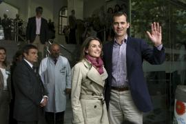 Don Juan Carlos le dice al Príncipe: «Aquí estoy, entero y en forma»