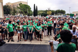 Centenares de personas se concentran en la UIB para apoyar la huelga de docentes