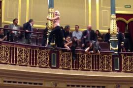Mujeres con el pecho al aire interrumpen el pleno del Congreso al grito de «el aborto es sagrado»