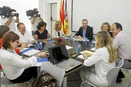 El Consell d'Alcaldes se plantea prohibir los party boats en caso de no poder regularlos