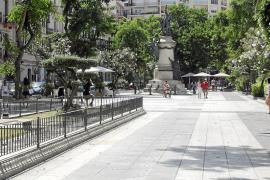 Vila prohíbe la celebración de mercadillos y eventos en el paseo Vara de Rey