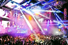 Eivissa 'cierra' al ritmo de las discotecas